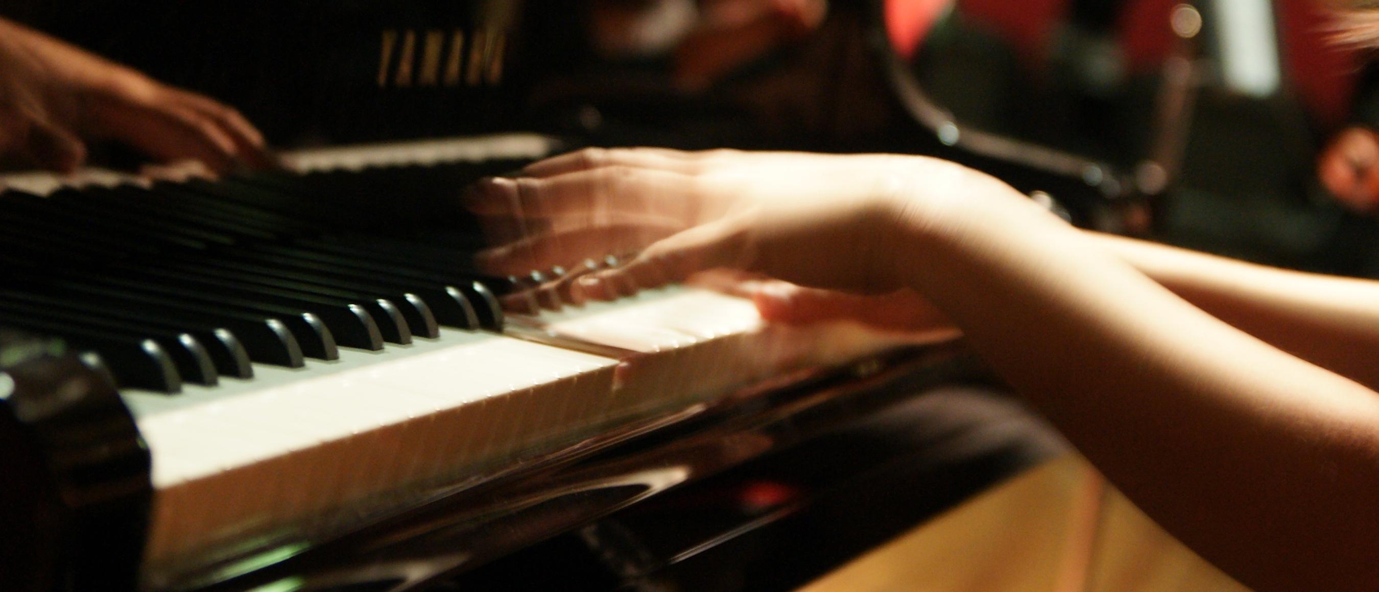 piano.2700